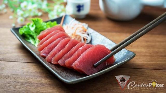 Ini Cara Bersihkan Ikan Salmon Agar Tetap Segar