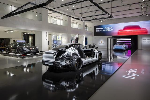 Porsche inaugure l'exposition « Porsche - Pionnier de la mobilité électrique» à Berlin  S20-3093-fine