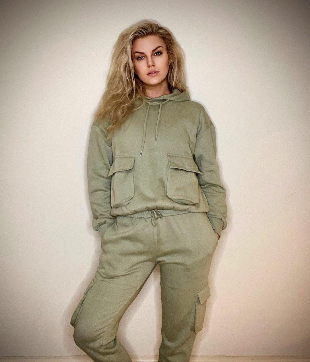 Giorgia-Walker-Wallpapers-Insta-Fit-Bio-4