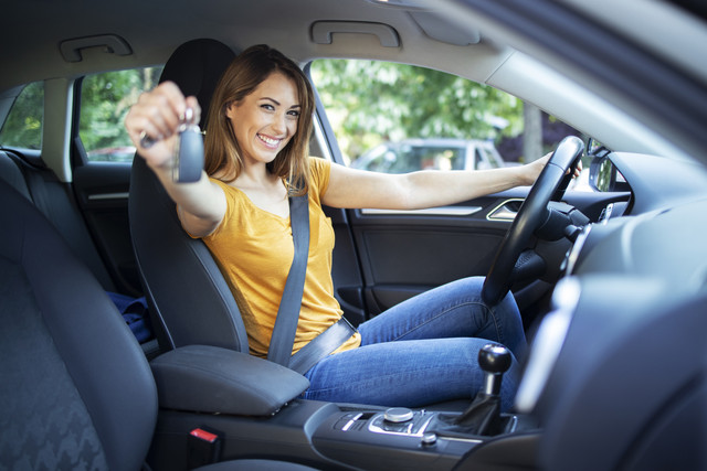 Beautiful-female-women-driver-sitting-in-her-vehicle-and-holding-car-keys-ready-for-a-drive