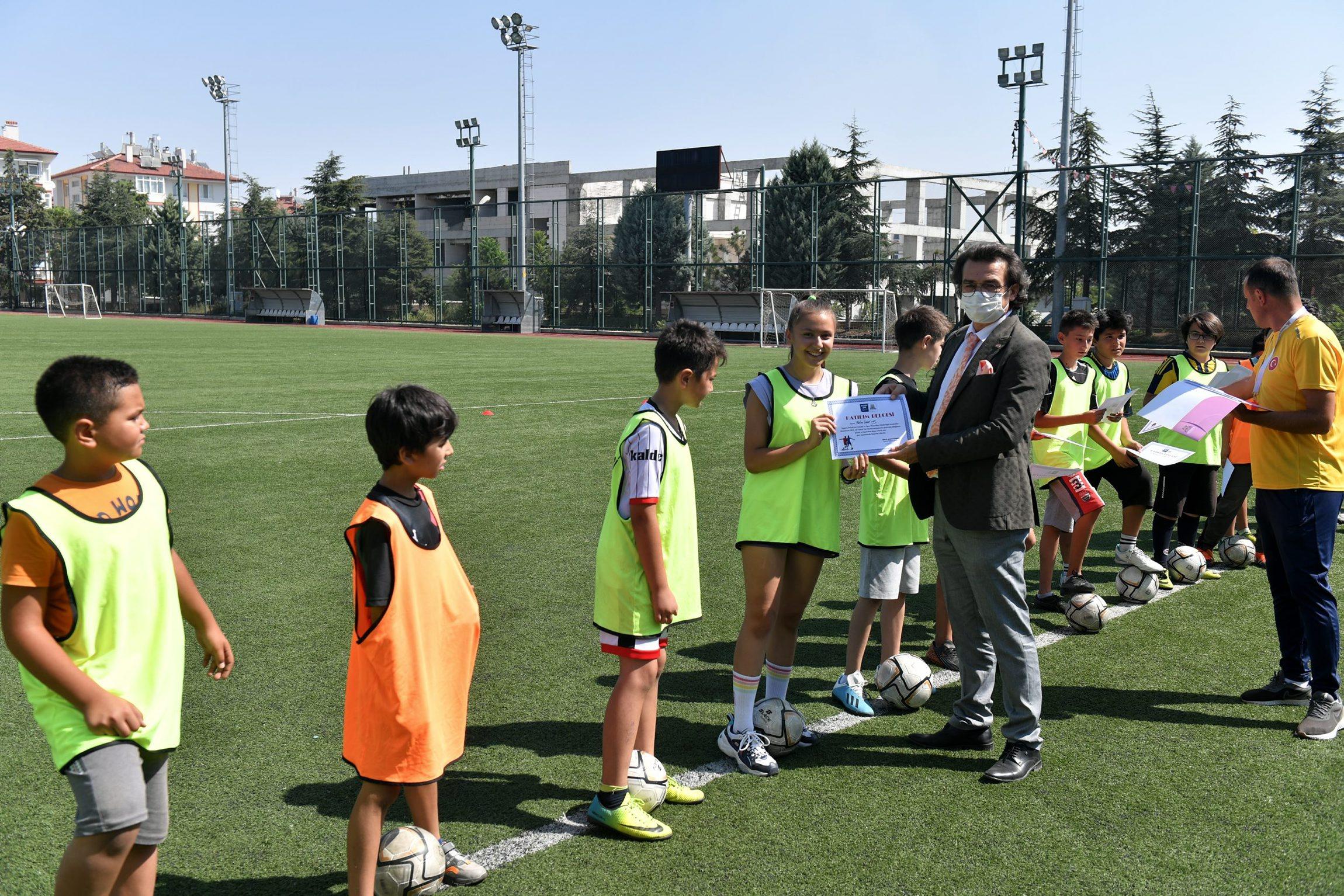 27-08-2021-futbol-yaz-okulu-1