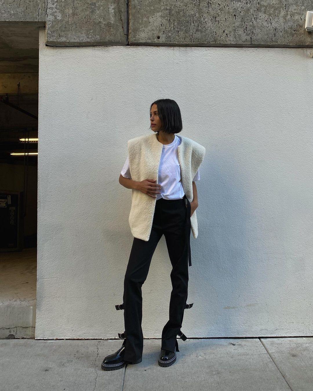 Lauren-Johnson-Wallpapers-Insta-Fit-Bio-1