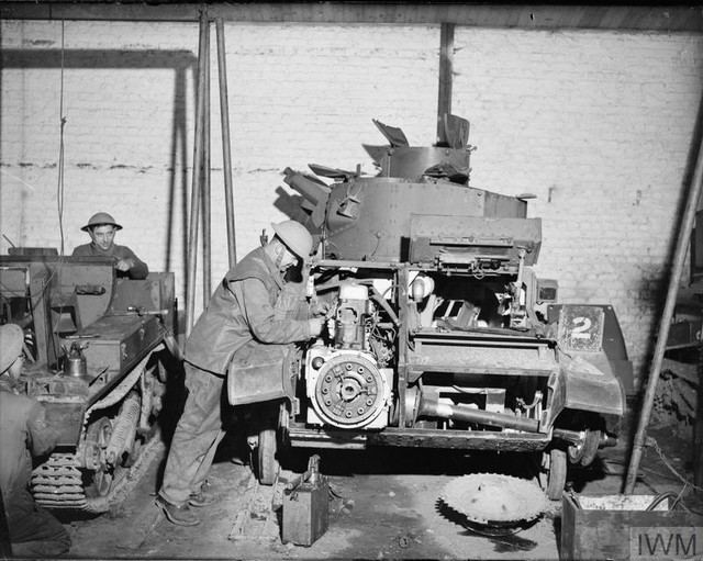 THE BRITISH ARMY IN FRANCE 1939 40 O 816 A Light Tank Mk VI undergoes repair work on its engine at a