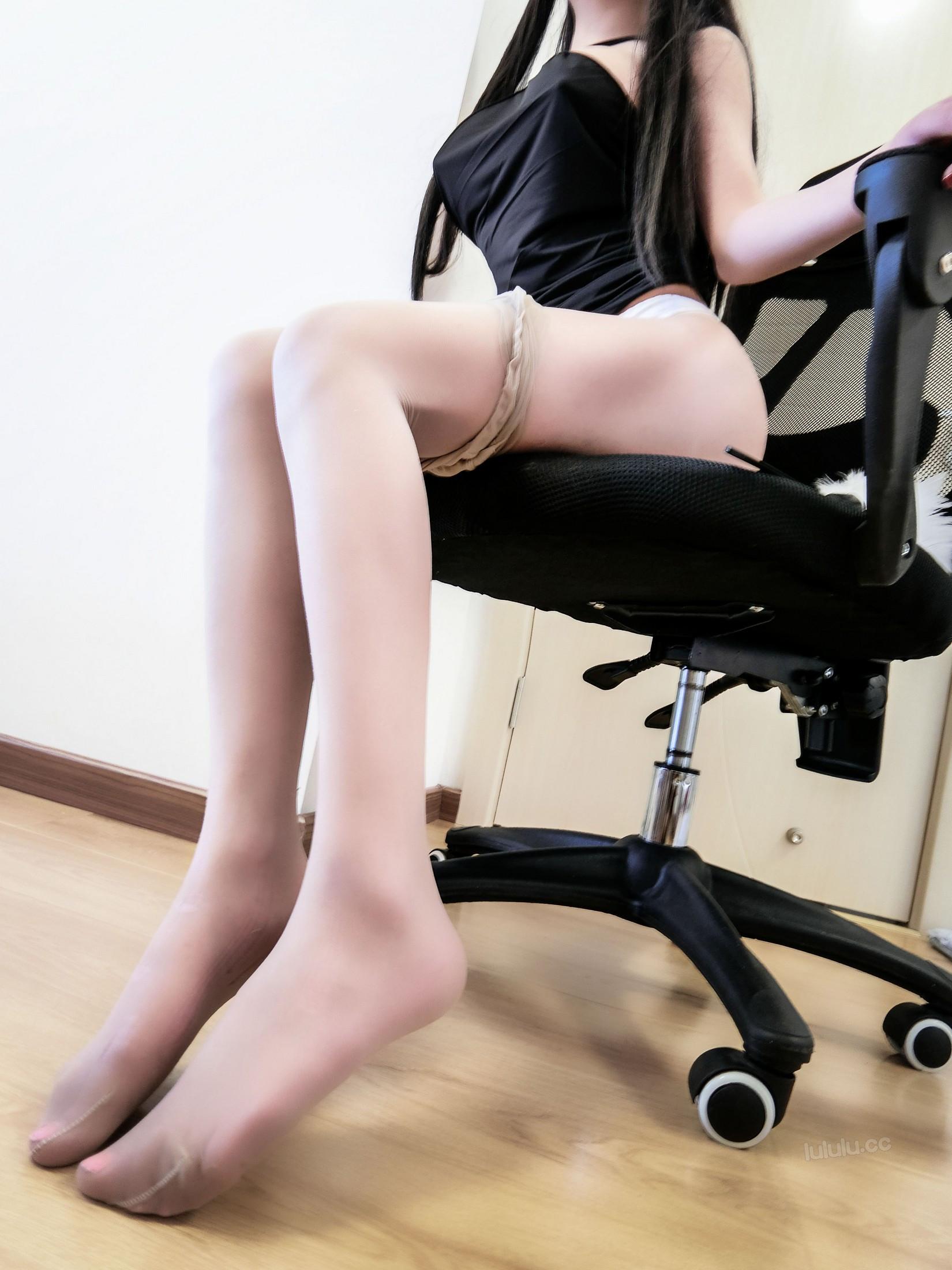 [cosplay] MaSusu - Sexy black skirt cleaning 019