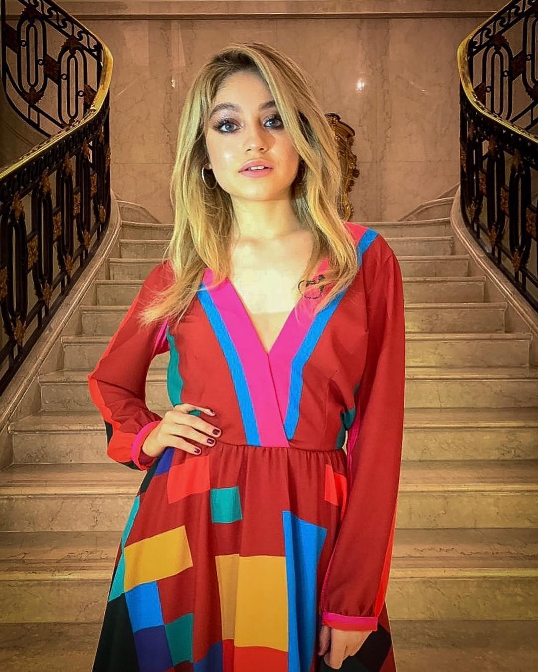 Karol-Sevilla-Wallpapers-Insta-Fit-Bio-1