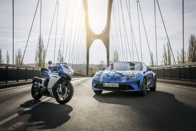 MV Agusta S'associe À La Légende Du Sport Automobile Alpine Pour Une Édition Limitée De La Superveloce Inspirée De L'alpine A110 2020-MV-Superveloce-800-ALPINE
