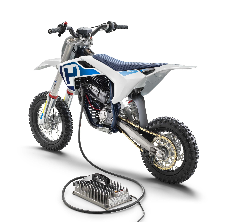 Husqvarna-EE-5-electric-dirt-bike-02