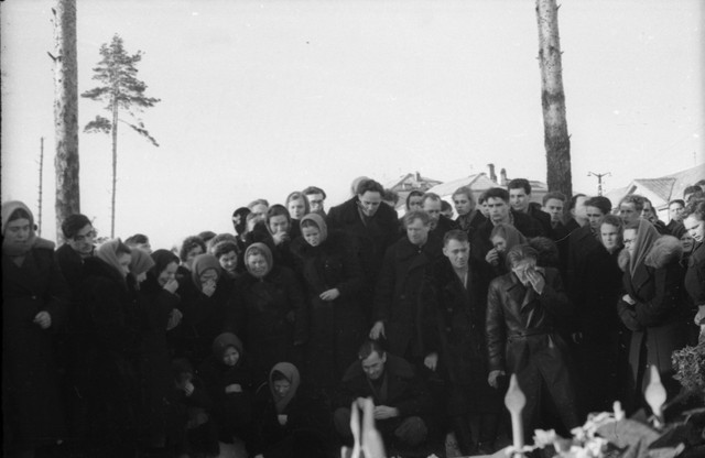 Dyatlov pass funerals 9 march 1959 29.jpg