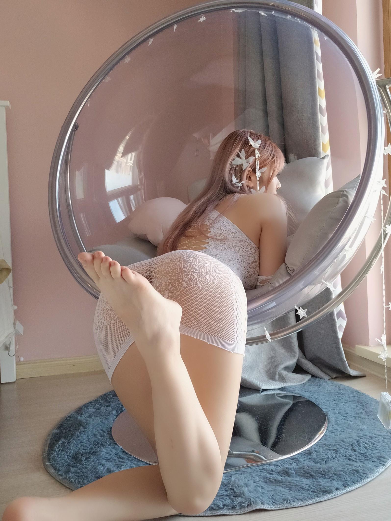 Wenmei - White butterfly selfie 033