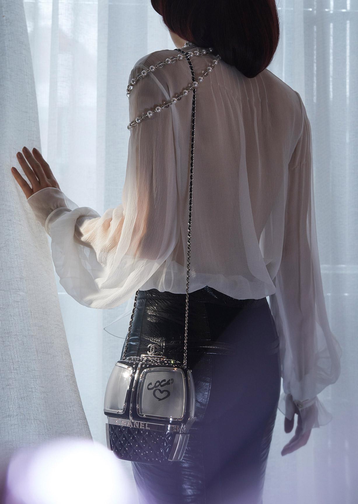 Девушка, кошка и модные сумочки / фото 06