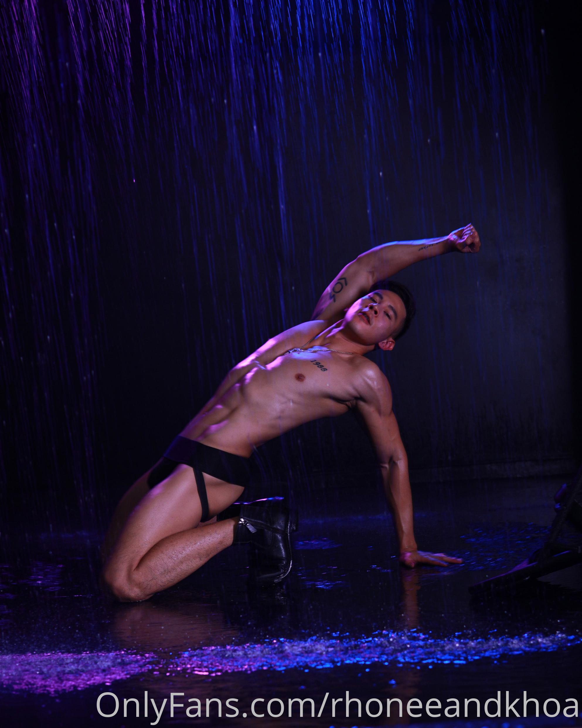 Hồ Vĩnh Khoa & Rhonee Rojas - Make Me Wet (Non-sex)