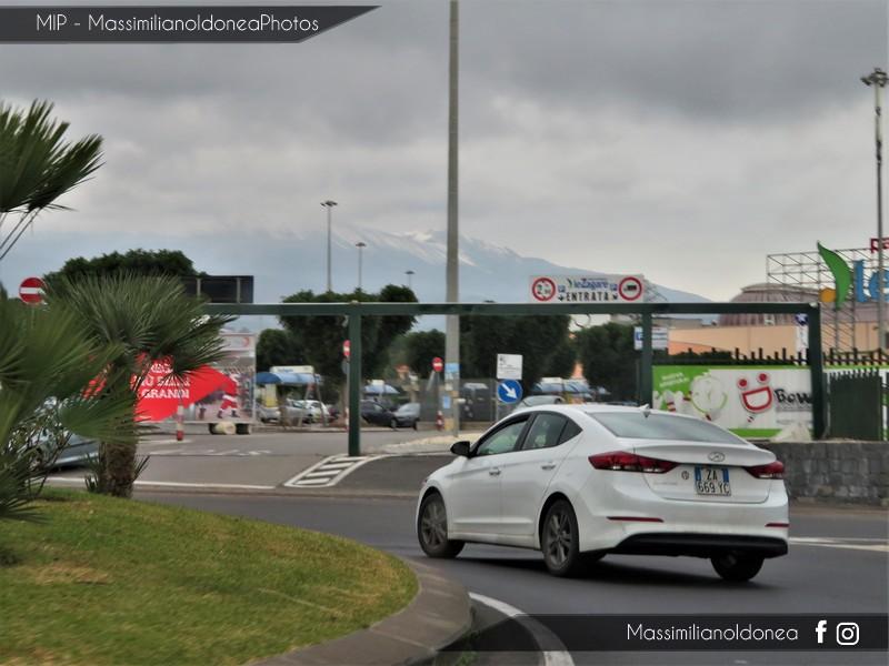 Avvistamenti auto rare non ancora d'epoca - Pagina 19 Hyundai-Elantra-ZA669-YC
