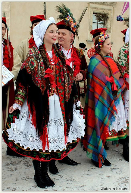 d265bbb52e0bc145c747bd218718e9d0-warsaw-poland-traditional-clothes.jpg