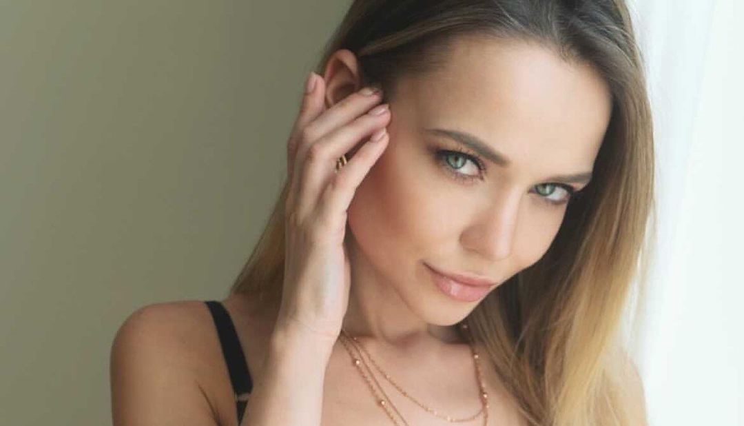 Angelina-Petrova-Wallpapers-Insta-Fit-Bio-10