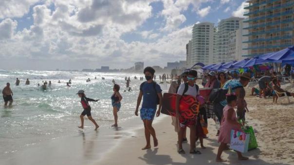 covid-19-en-mexico-como-el-territorio-se-ha-convertido-en-un-oasis-para-turistas-mundiales-a-lo-largo-de-la-enfermedad-pandemic