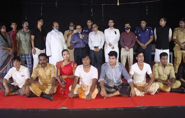 শরীয়তপুর জেলা পুলিশের আয়োজনে নাটক 'অভিশপ্ত আগস্ট' মঞ্চায়িত