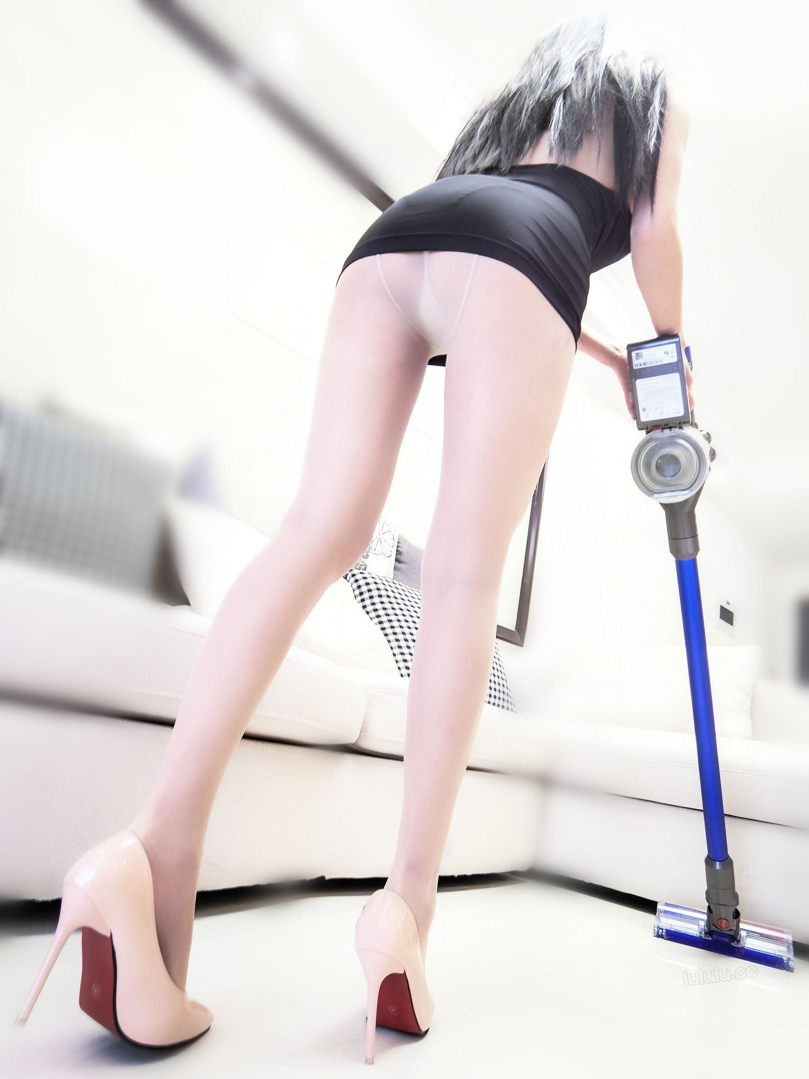 [cosplay] MaSusu - Sexy black skirt cleaning 005