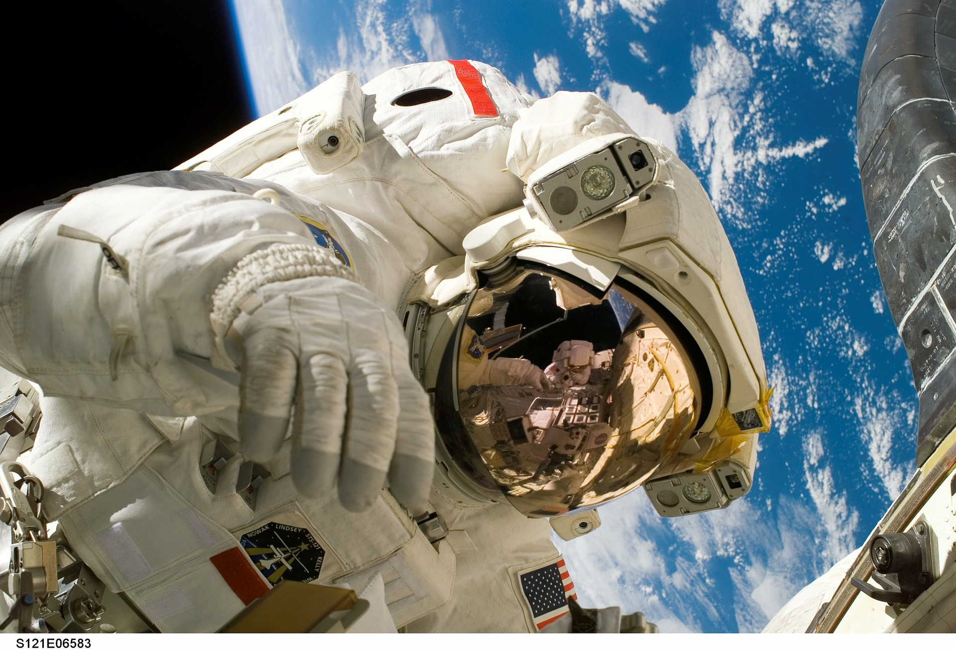 astronaut-11080-1920