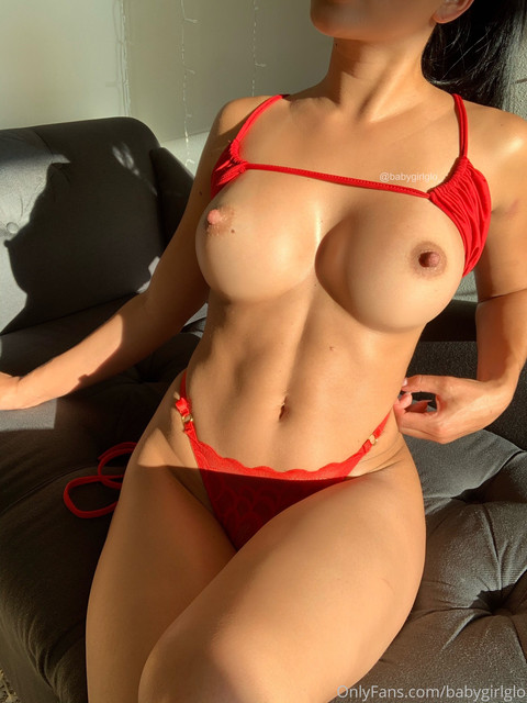 Baby-Girl-Glo-Only-Fans-2020-08-04-644885967-do-you-want-to-see-the-video-I-recorded-in-this-outfit