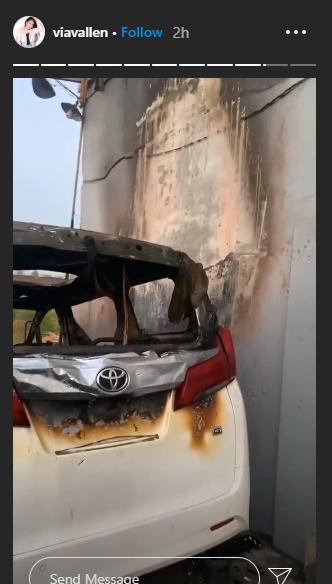 Penampakan mobil Via Vallen seusai dibakar orang tak dikenal.