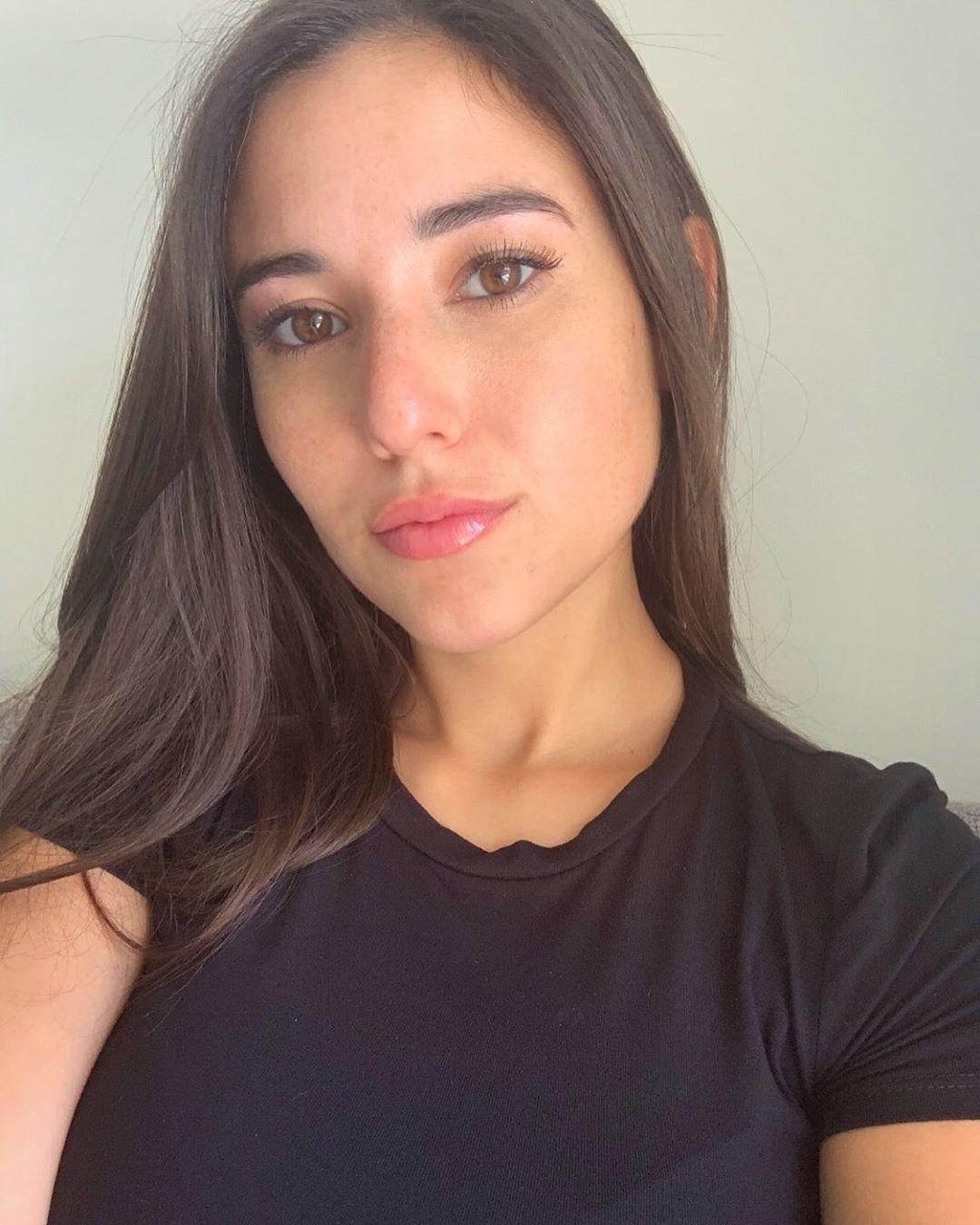 Angeline-Varona-Wallpapers-Insta-Fit-Bio-1
