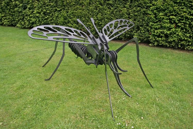 MOSQUITO garden art steel display FEATURE