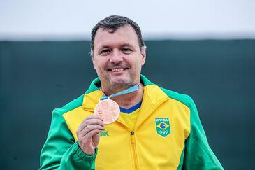 Júlio Almeida conquista o bronze na pistola de ar de 10m