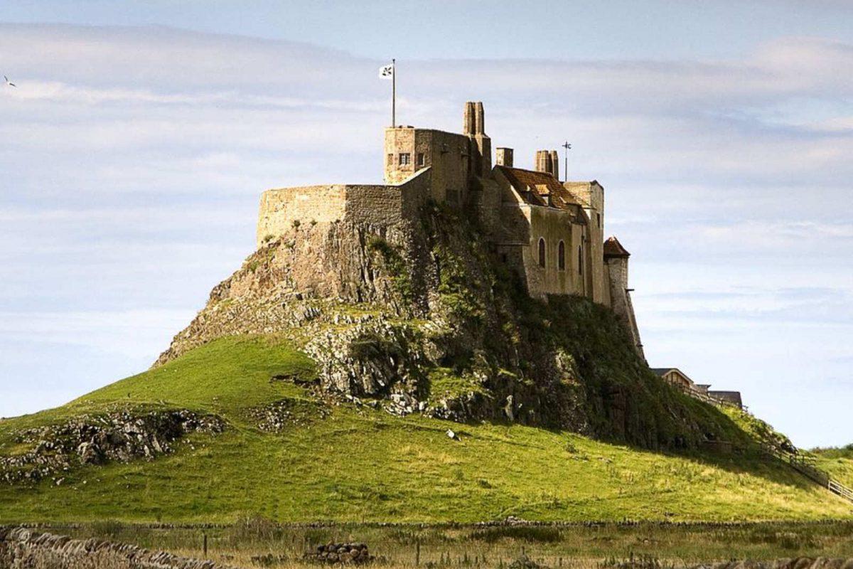 Lindisfarne-Castle-Sims4-Vikingtheory-1200x800.jpg