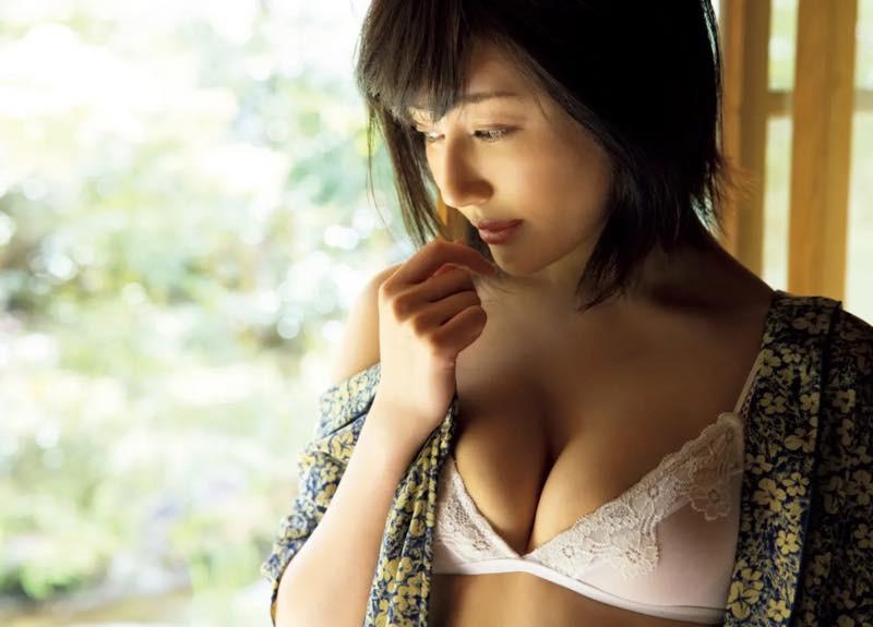 Shindou-Manami-Naked-004