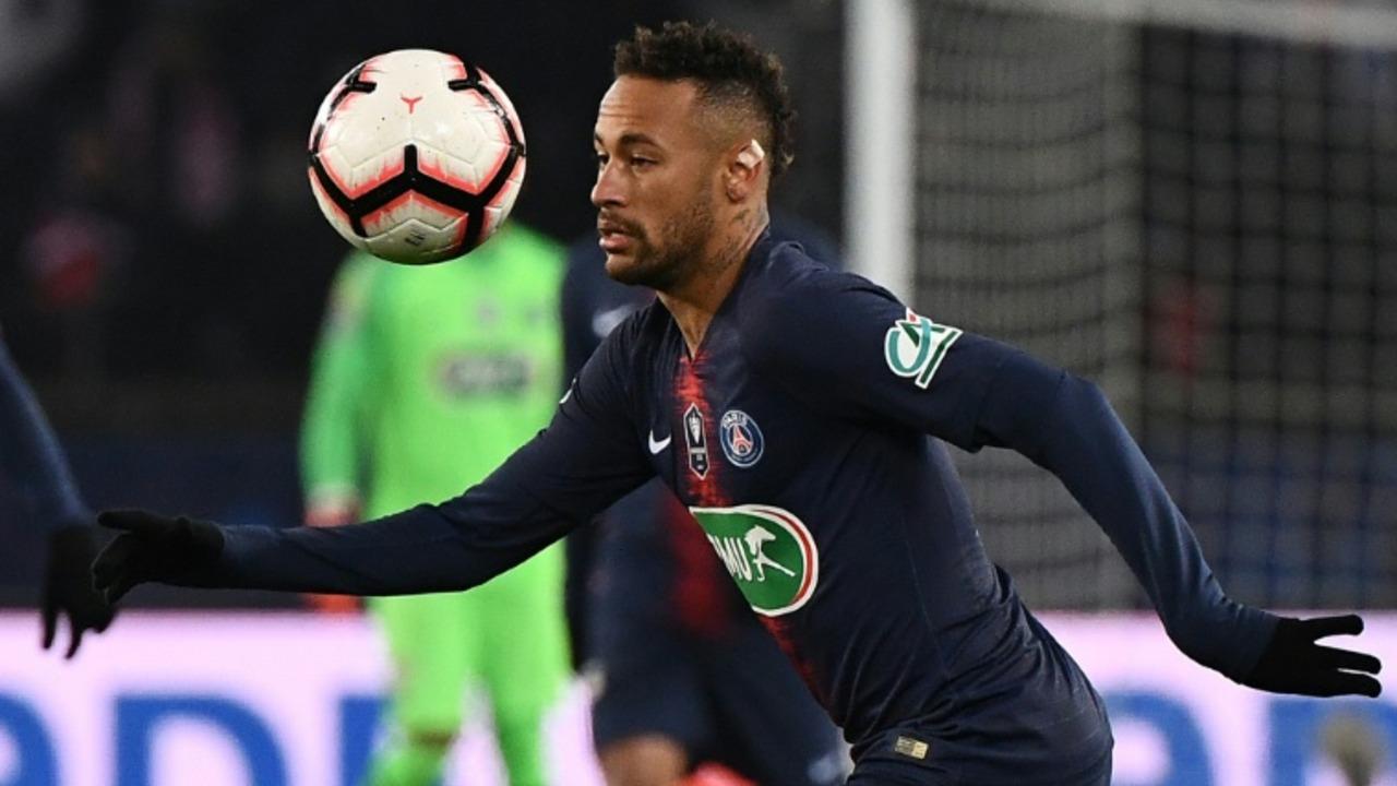 Riesgo de recaída para Neymar, lesionado en el pie derecho