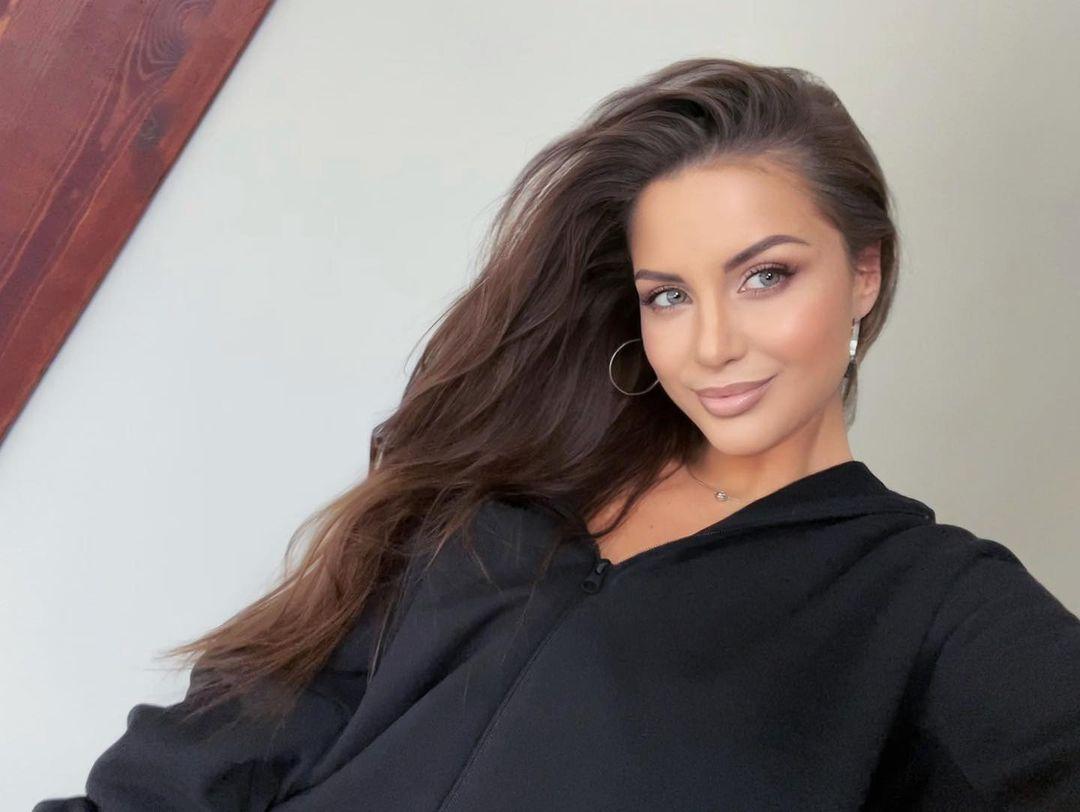 Alena-Gogoleva-Wallpapers-Insta-Fit-Bio-11