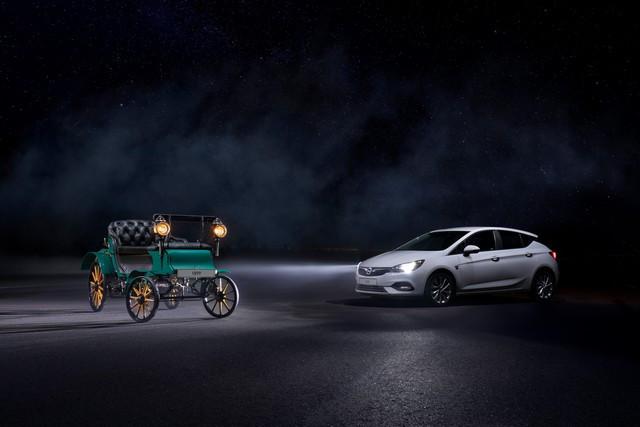 Une lumière sans danger : feu bleu pour l'Opel Grandland X Opel-Astra-Opel-Patentmotorwagen-System-Lutzmann-Intelli-Lux-Matrix-Licht-511381
