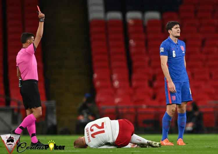 Penampilan Konyol Para Pemain Belakang United di Laga Internasional