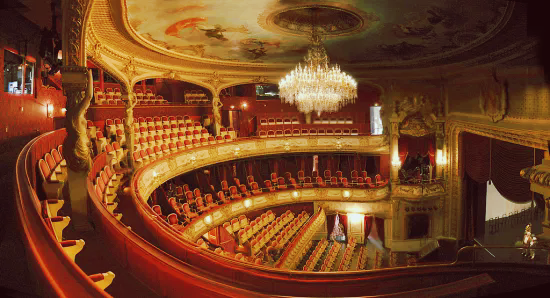 https://i.ibb.co/Ldms7M1/Difference-Between-Theater-and-Theatre-fig-1.png