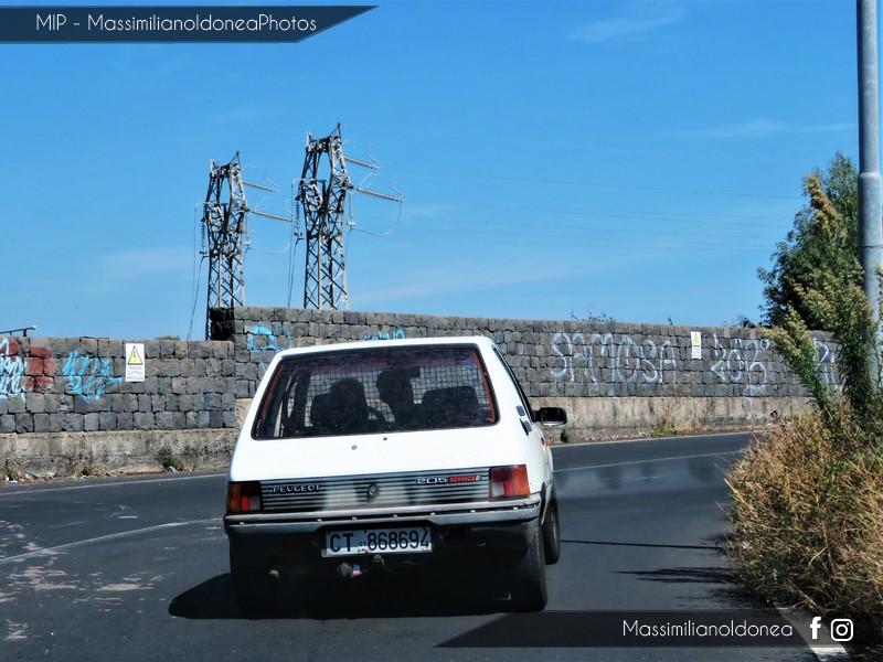 Veicoli commerciali e mezzi pesanti d'epoca o rari circolanti - Pagina 7 Peugeot-205-Service-D-1-8-60cv-89-CT868694-2