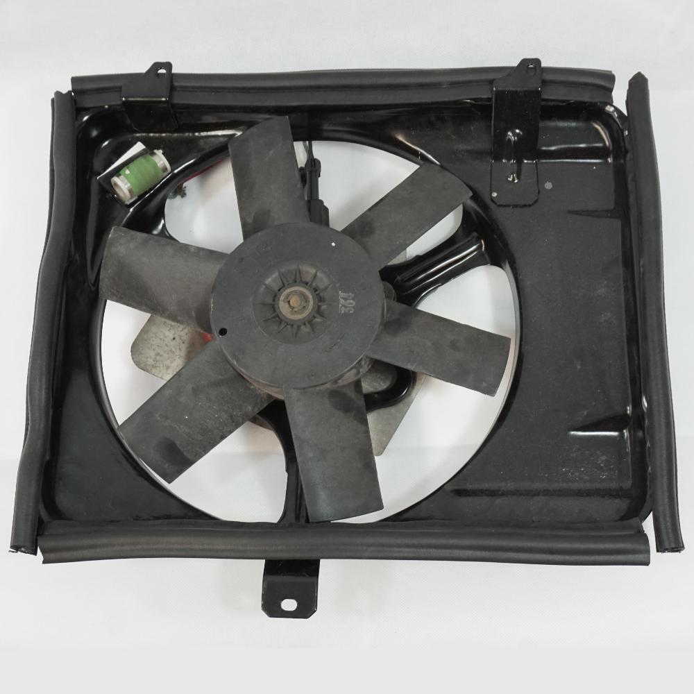 Radiator fan assembly seal