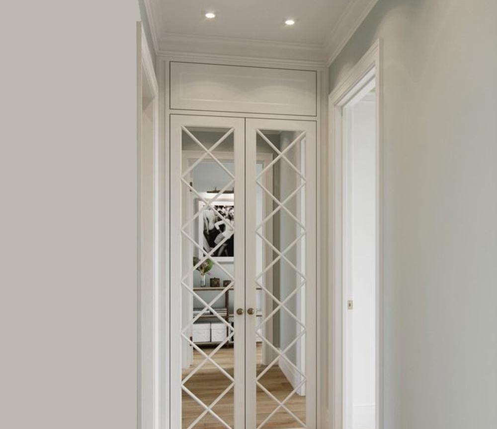 Desain Pintu dengan Aksen Cermin
