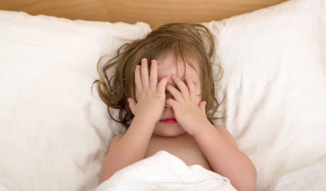 Что делать, если ребенок просыпается ночью и не спит