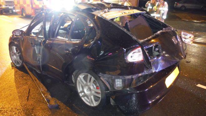 Пожарные поделились в «Твиттере» фотографией взорвавшегося авто