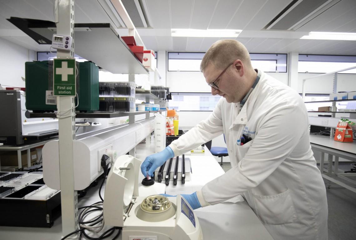 scienziato-testa-coronaviru-1140x768