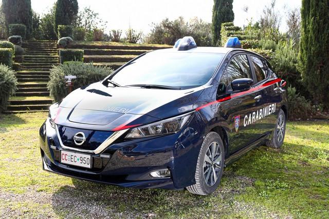 52 Nissan Leaf Pour Les Carabiniers Italiens Nissan-LEAF-all-ARMA-dei-CARABINIERI-10-source