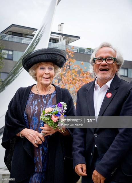 TILBURG-NETHERLANDS-SEPTEMBER-16-Princess-Beatrix-of-The-Netherlands-with-British-sculptor-Anish-Kap.jpg