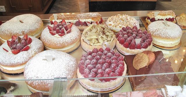 Vitrina-de-pasteler-a-con-tartas