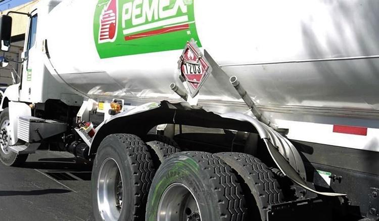 Roban una pipa cargada con 25 mil litros de gasolina en Guanajuato