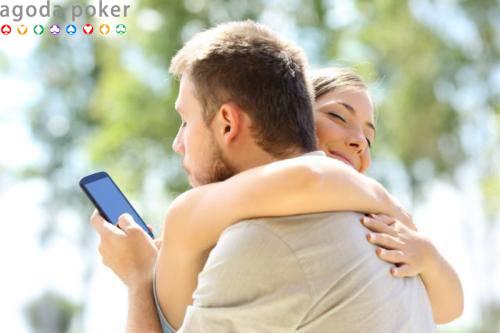 4 Cara untuk Menyelidiki Kemungkinan Si Dia Selingkuh