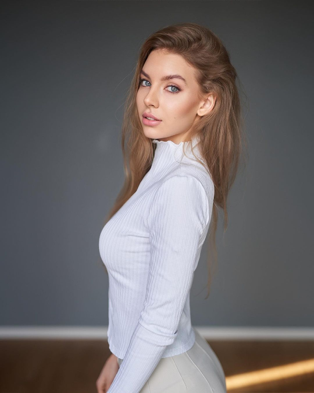 Elizaweta-Amalia-Wallpapers-Insta-Fit-Bio-2