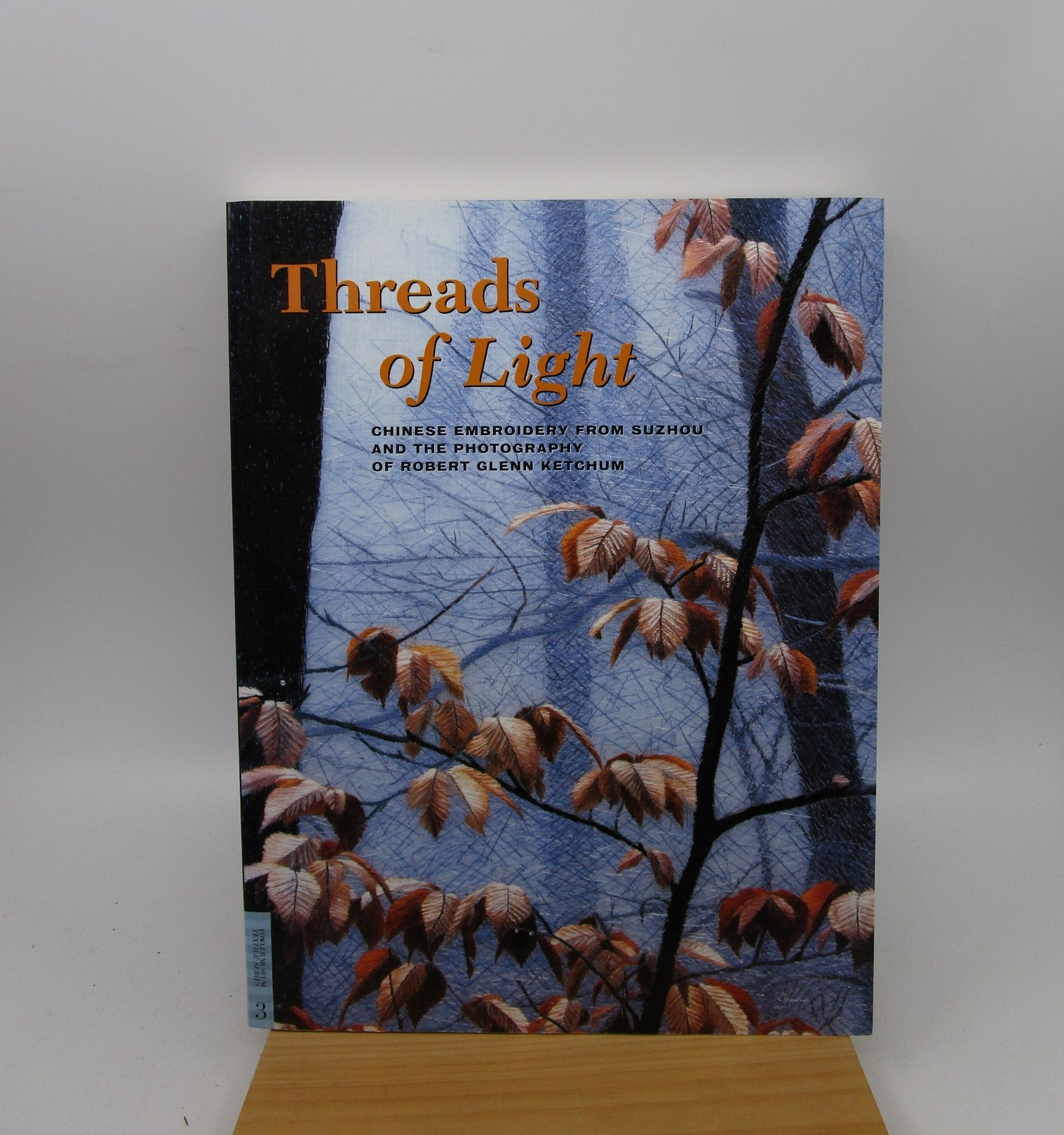 Image for Threads of Light: Chinese Embroidery from Suzhou and the Photography of Robert Glenn Ketchum (UCLA Fowler Museum of Cultural History Textile Series) FIRST EDITION