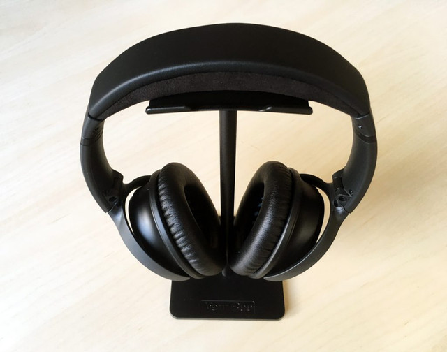 New-Bee-headphone-stand-headphones-1024x807