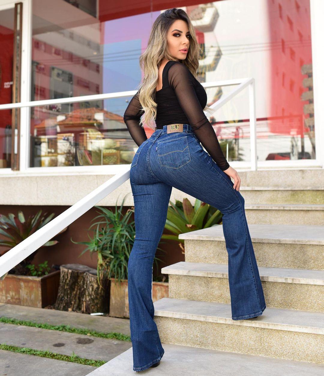 Fernanda-Hernandes-Wallpapers-Insta-Fit-Bio-5