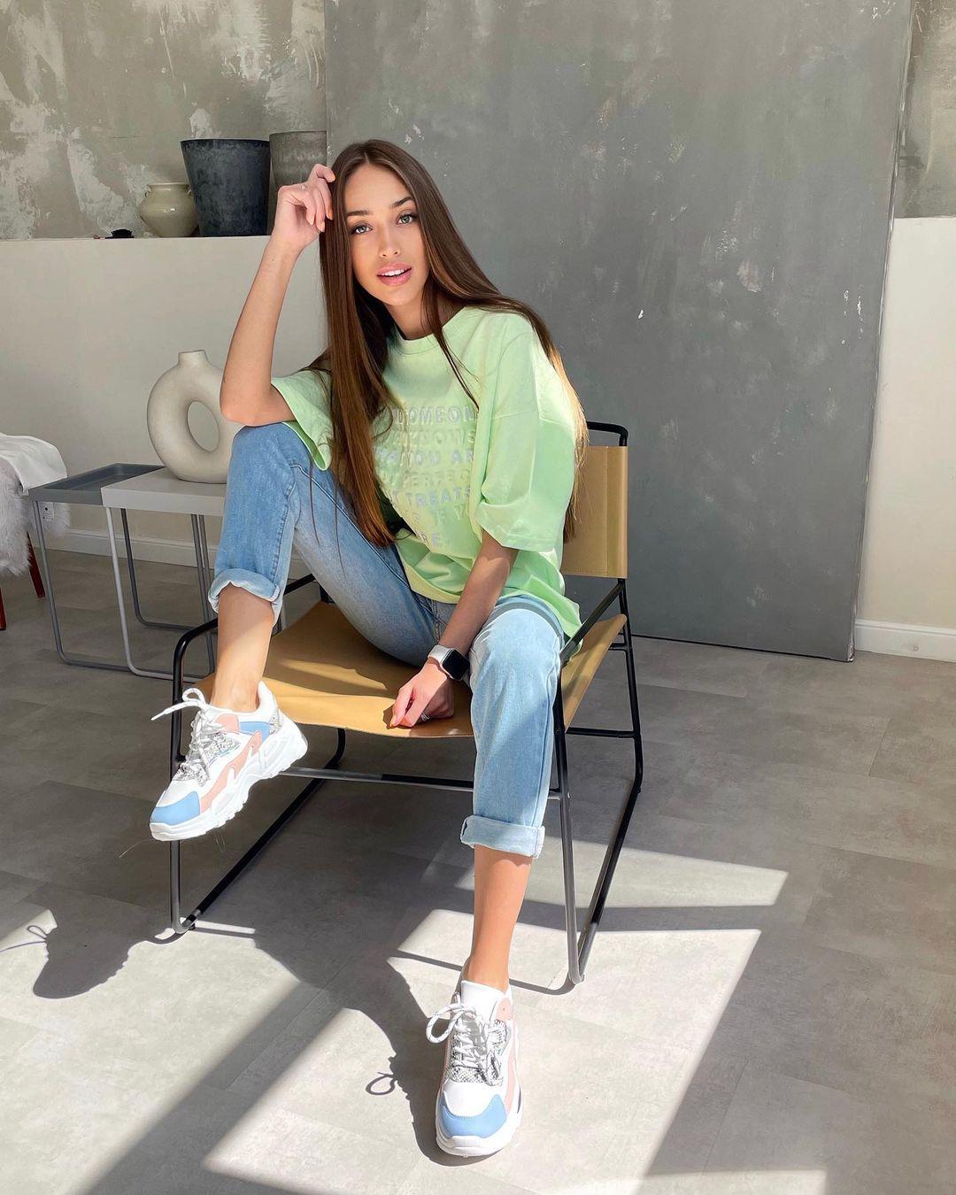 Ksenia-Stefanenko-Wallpapers-Insta-Fit-Bio-11